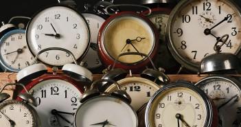 swinging-pendulum-hours