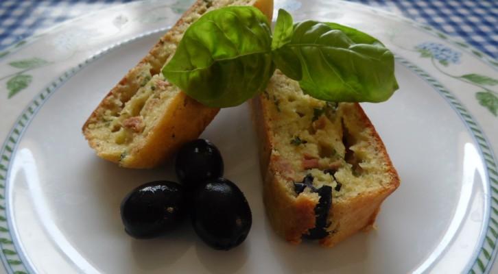 Plumcake salato con basilico