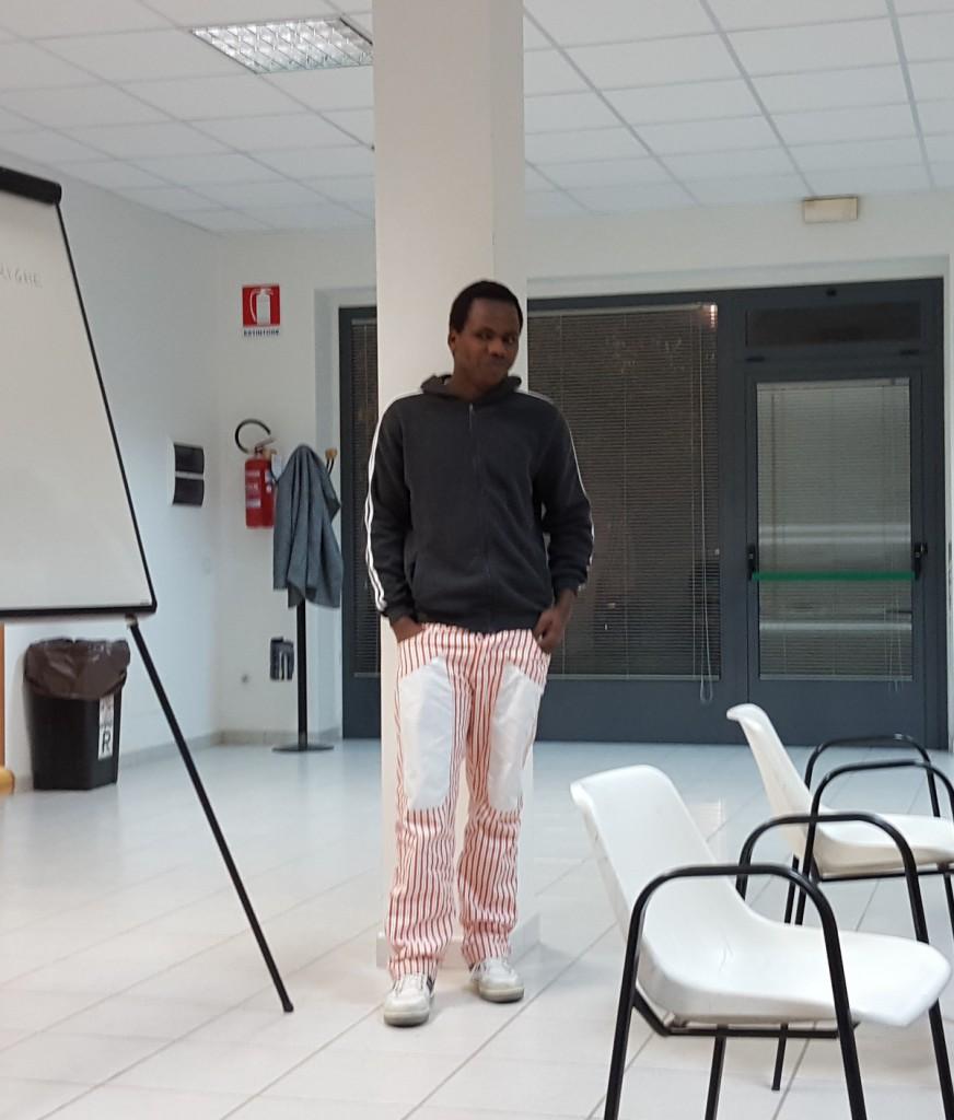 Adboulaye Balde durante la lezione di lingua italiana