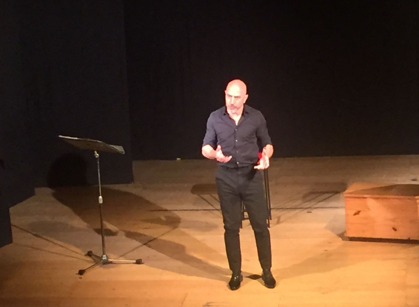 Roberto Ciufoli racconta i suoi 'Tipi' al Teatro degli Oscuri di Torrita