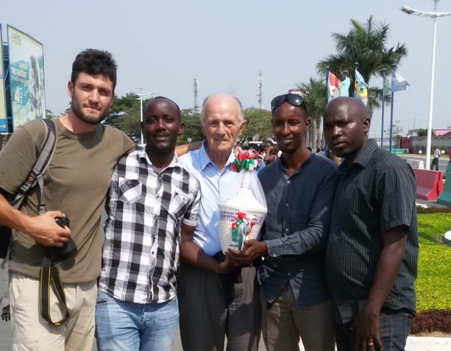 Il gruppo in partenza per il Burundi
