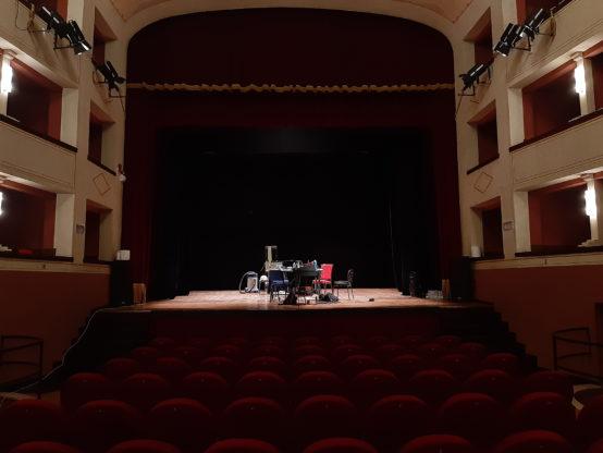 Veduta della platea e del palco del Teatro Mascagni di Chiusi