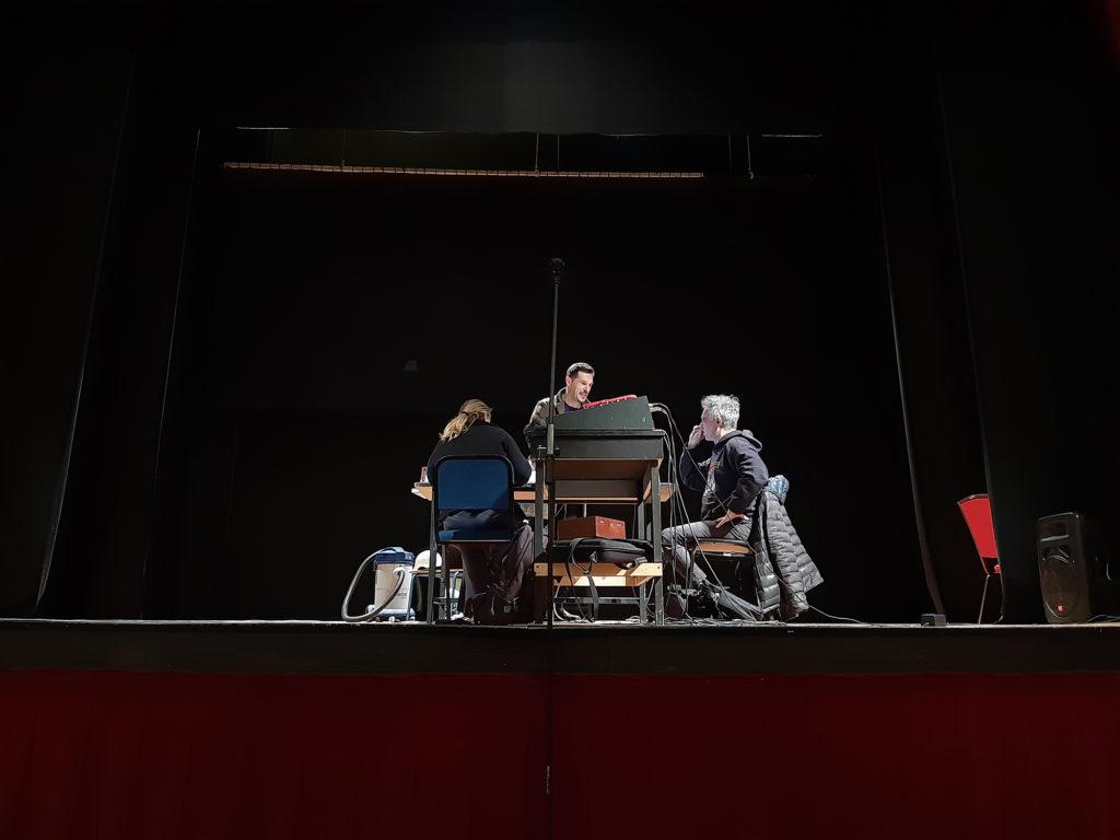 Veduta dalla platea della Compagnia IfPrana nel corso della residenza teatrale.