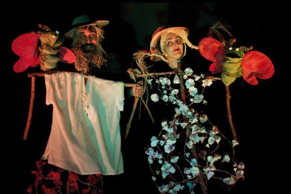 Una foto dei Macchiati in costume per uno spettacolo.